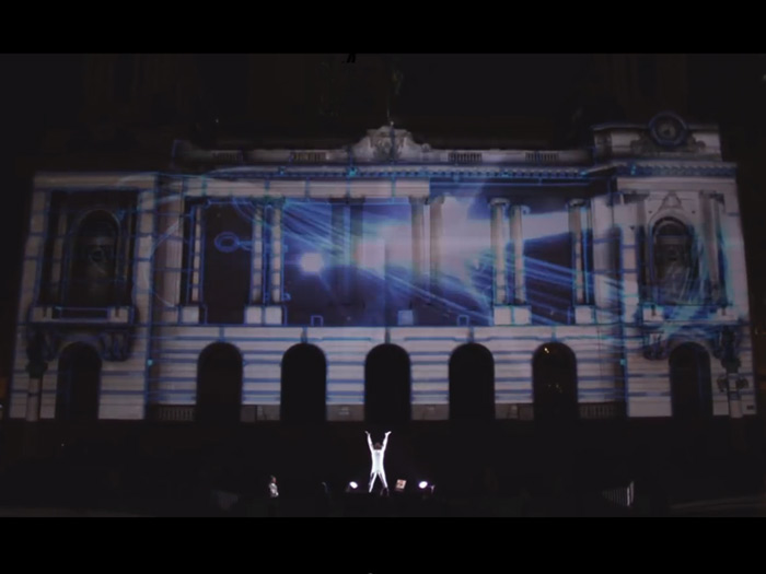 projectie show op een gebouw